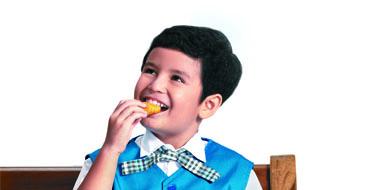 Foto artikel 2 - anak makan nugget
