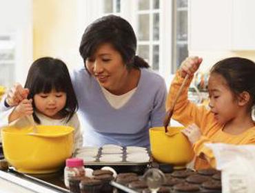 Melatih Buah Hati belajar mandiri saat Asisten Rumah Tangga mudik